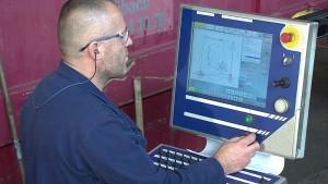 For at integrere dybdehulsboringen blev der implementeret en ny proces i maskinen, ligesom der blev udviklet en helt ny software.